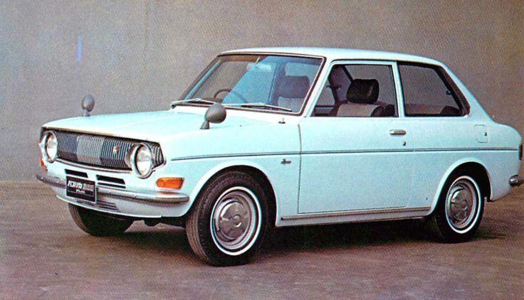 """第64回はトヨタが、大衆を意識して初めて開発した """"真の大衆車"""" トヨタ自動車が、クラウン コロナに続いて発売したのがパブリカでした。クルマの名前は当時一般から公募されパブリックカー(大衆車)に由来して 「パブリカ」 と名付けられたそうですよ。なんだか名前も見た目も可愛いです❤︎(あぁこ@ロレンス編集部) トヨタパブリカ800/1000スタンダード(1970年) 昨年3月に初のフルチェンジを受けたパブリカには、旧型の空冷水平対向2気筒790cc40HPを積んだ800とカローラ1100のエンジンをデチューンした水冷直4OHV993c.c.58HPを積む1000とがあるが、主力車種は1000の方である。800はパワートレインも旧型と同じでマキシマムは120Km/hと変わらないが、カローラのメカニズムを流用した新しい1000は、140Km/hに向上してる。(原文のまま) トヨタパブリカ80..."""