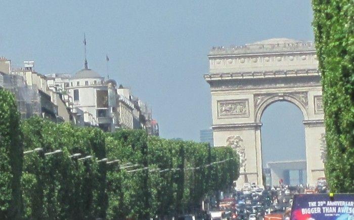 O Arco do Triunfo e a Avenida Champs ElyséesCONEXAO PARIS TEM TUDOOOOOOOOOOOOO
