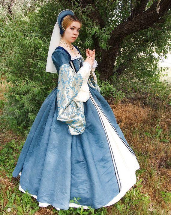 Robe  Tudor par SarahDeanArts sur Etsy