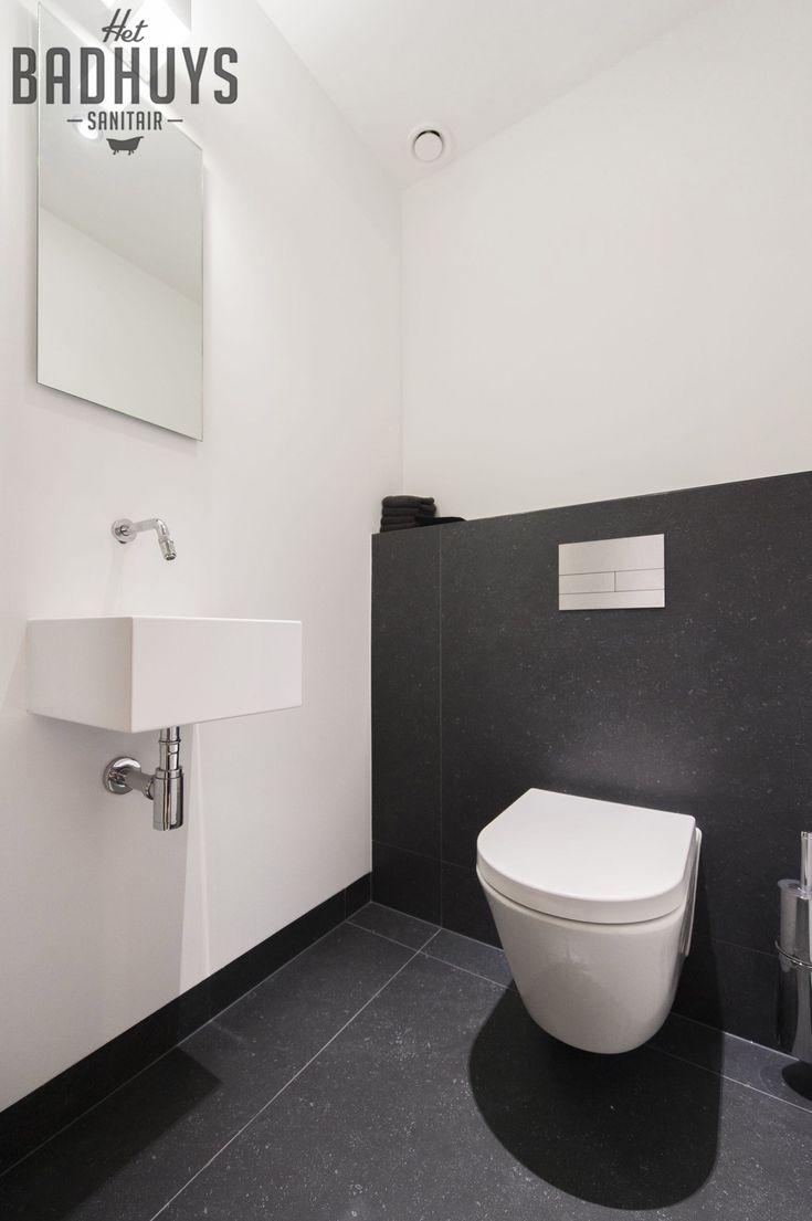 Modern toilet, stucwerk met donker grijze tegels | Het Badhuys Breda
