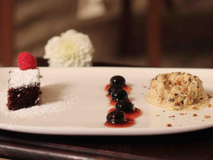 das perfekte dinner rezepte k rbiskernparfait mit heidelbeerkompott und schokokuchen dessert. Black Bedroom Furniture Sets. Home Design Ideas