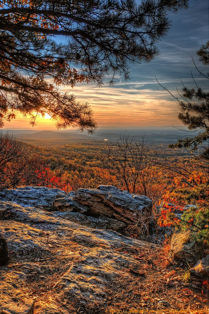 Bears Den on the Appalachian Trail looking out over the Shenandoah Valley, Virginia
