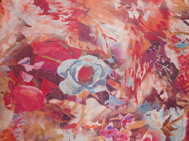Sofisticação com Cetim de Seda Estampado Floral Vermelho !  A Seda é conhecida como um dos tecidos mais nobres, suas criações confeccionadas com este tecido darão um ar de Glamour e Elegância.  Confira Cetim de Seda Estampado Floral Vermelho e outras estampas de Seda em nossa loja virtual www.LuemaTecidos.com.br  #tecidos #seda #sedapura #vempraluema #luematecidos