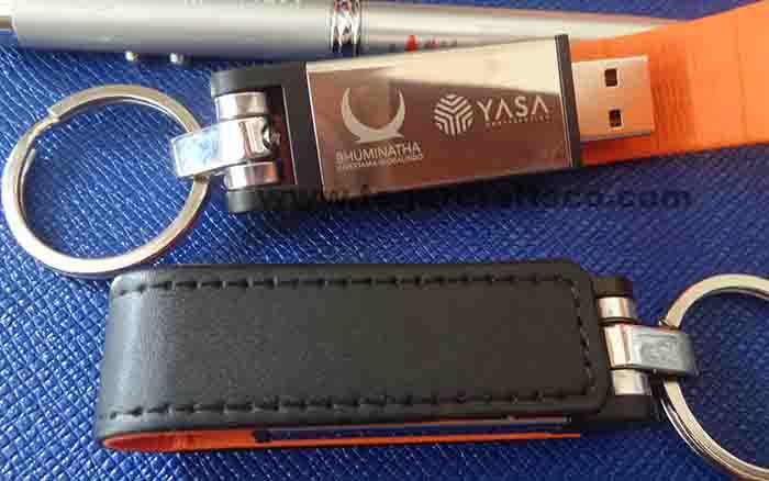 FDLT20: USB Flashdisk, with magnetic and keyring. Covered with synthetic leather. Available in various colors and capacities. As apparent above, a 8GB promotional USB flashdrive ordered by PT Bhuminatha Investama Globalindo feat. PT Yasa Construction Jakarta Indonesia.