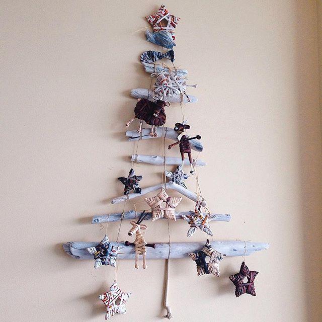 Estamos listos para la Navidad y tú? #arte_moderno#espacio_creativo#apartamento2003#arbol_de_navidad#ecologico#adornos#originales#diseño#personal