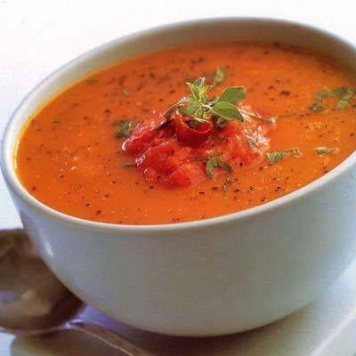 Pompoensoep+met+geroosterde+knoflook Dit+is+een+heerlijke+soep.+De+pikante+tomatensalsa+geeft+deze+zoete+pompoensoep+wat+textuur.