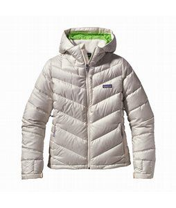 Patagonia Pipe Down Ski Jacket - Womens - a down jacket meant to keep you warm when you're at your coldest, so you can keep enjoying the things you love most. Its 100% microdenier polyester ripstop outer material is treated with Patagonia's Deluge durable water repellent, making sure snow and rain stay outside, while you stay warm and dry underneath.
