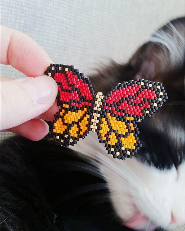 Je sens que je vais le décliner en plusieurs coloris ce modèle ! #miyuki #miyukibeads #perle #tissageperlesmiyuki #tissageperles #jenfiledesperlesetjassume #summer #Youtube #gourmandisons #art #craft #mila #papillon #butterfly #perlesaddict #perlesandco #perlesandcoaddict