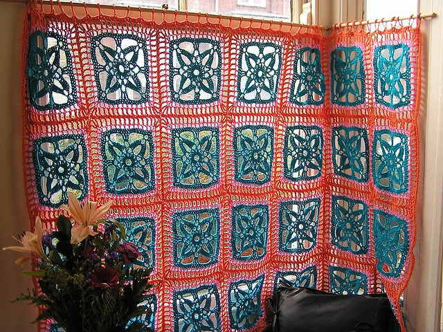 Lovin' these crochet curtains!