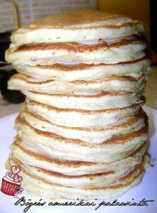2 bögre liszt - 1 és egy negyed bögre tej - 1 csomag sütőpor (lehet kevesebb is, annyi hogy akkor nem lesznek annyira pufik - 1 csipet só - 2 tojás - 1 teáskanál cukor - 2 púpos evőkanál vaj vagy margarin