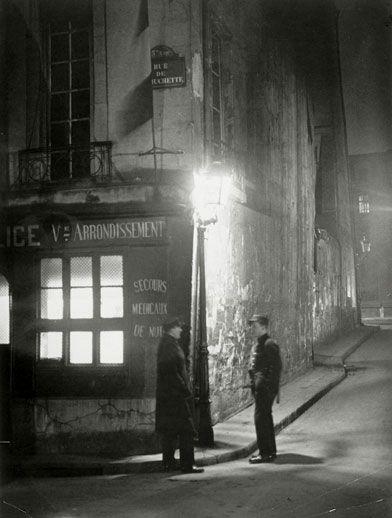 Paris 1933, Commissariat de police, au coin de la rue de la Huchette et de la rue du Chat-qui-Pêche, Brassaï (dit), Halasz Gyula.