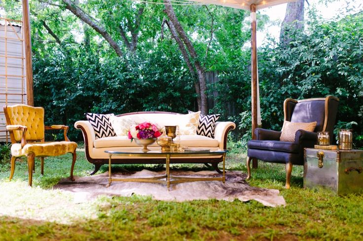 Love this #Lounge from @lavishvintage so perfect for our #NYCInspiredShoot