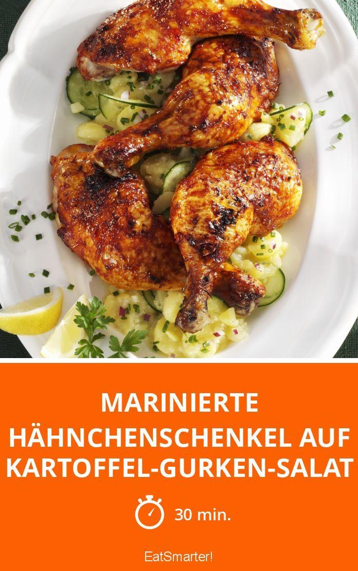 Marinierte Hähnchenschenkel auf Kartoffel-Gurken-Salat - smarter - Zeit: 30 Min. | eatsmarter.de