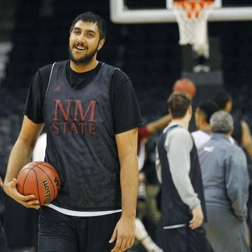 sim bhullar http://memoirsofanurbangentleman.com/sim-bhullar-the-gargantuan-7-foot-5-center-becomes-first-nba-player-of-indian-descent/