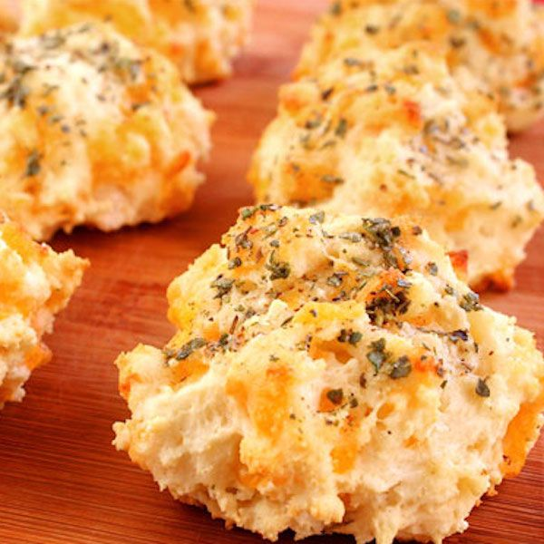 Garlic Cheddar Biscuits | Yum Yum | Pinterest
