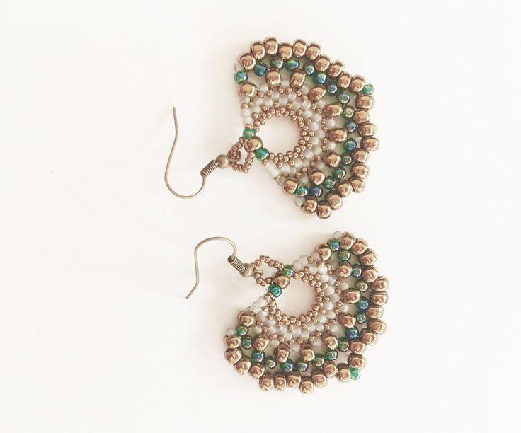 orecchini handmade a ventaglio con perline bronzo e verdi : Spille di tizianatar