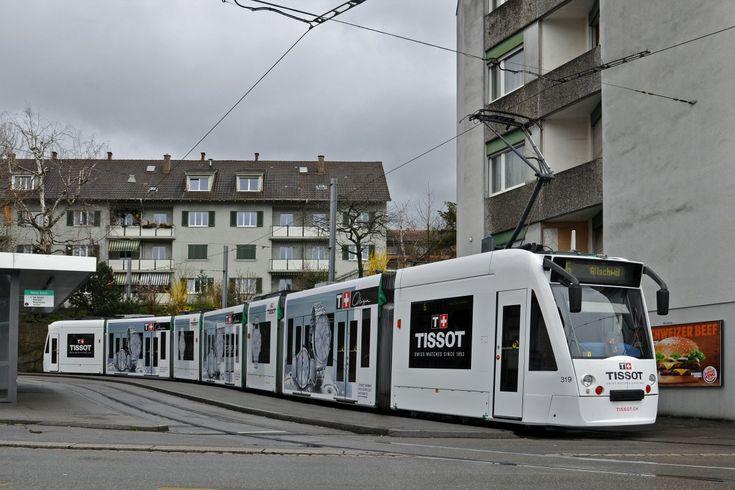 Be 6/8 Combino 319 mit der Werbung für Tissot Uhren, anlässlich der Messe Basel World 15, auf der Linie 6 an der Endstation an der Riehen Grenze. Die Aufnahme stammt vom 30.03.2015.