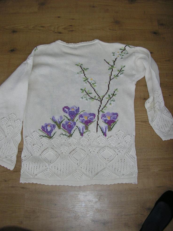 brodert på gammel genser