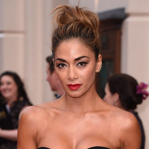Nicole shows us how to add a touch of glamour to a top knot #celebrityhair #olivers #topknot http://bit.ly/olivier-awards