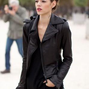 Zwarte kleding blijft echt zwart als je het wast met wat zout en een scheutje natuurazijn.