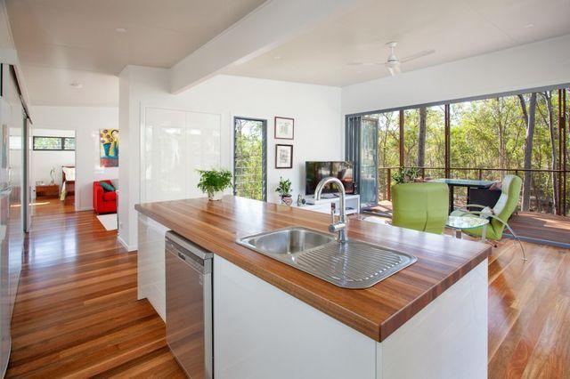 Practical and Inspiring Tree-House Granny Flat in Queensland, Australia | Freshome | Bloglovin'