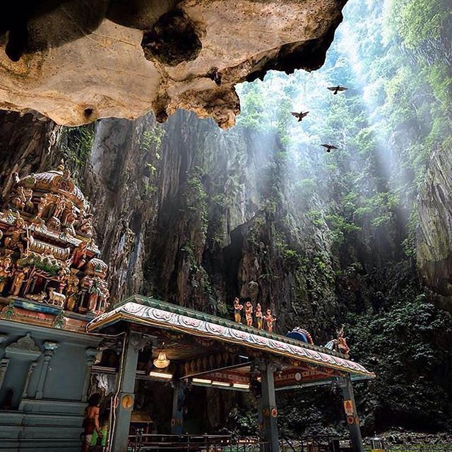 Follow @globefever for more. The sacred Batu Caves in Kuala Lumpur 🇲🇾 Photo by @mathewbrowne ⠀