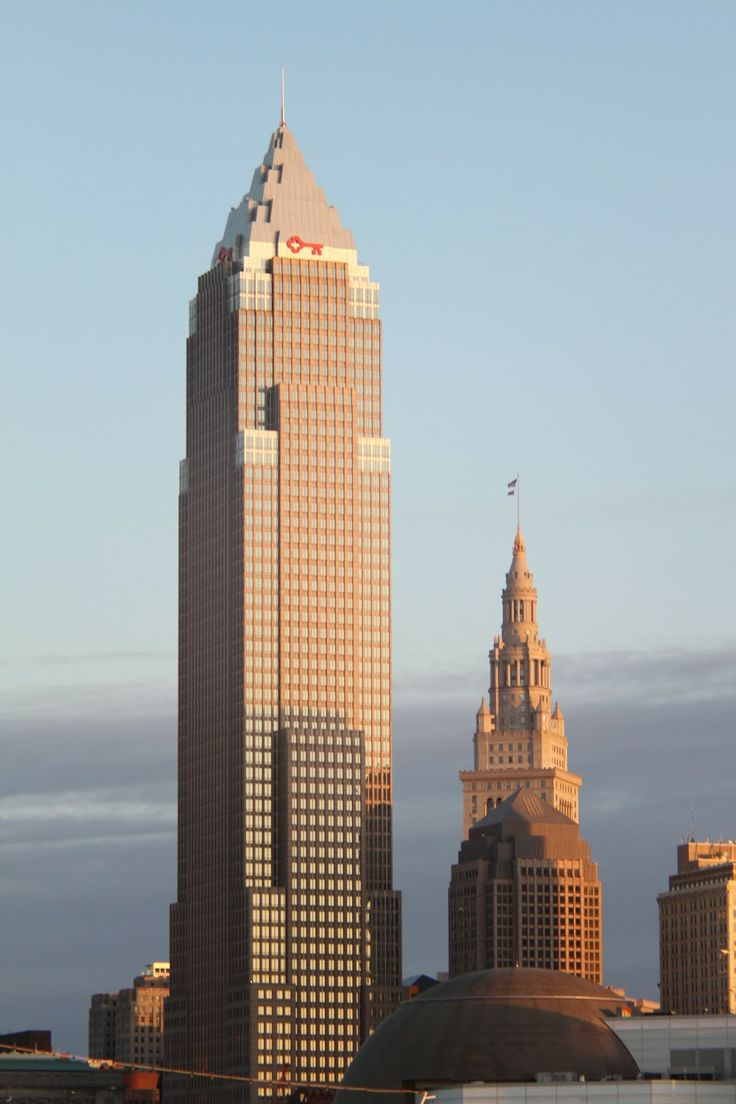 Key Tower, Ohio, US>>Key Tower is located in downtown Cleveland, Ohio.It was designed by  architect César Pelli.Key Tower is the  18th tallest building in the United States, and the 104th tallest building in the world.