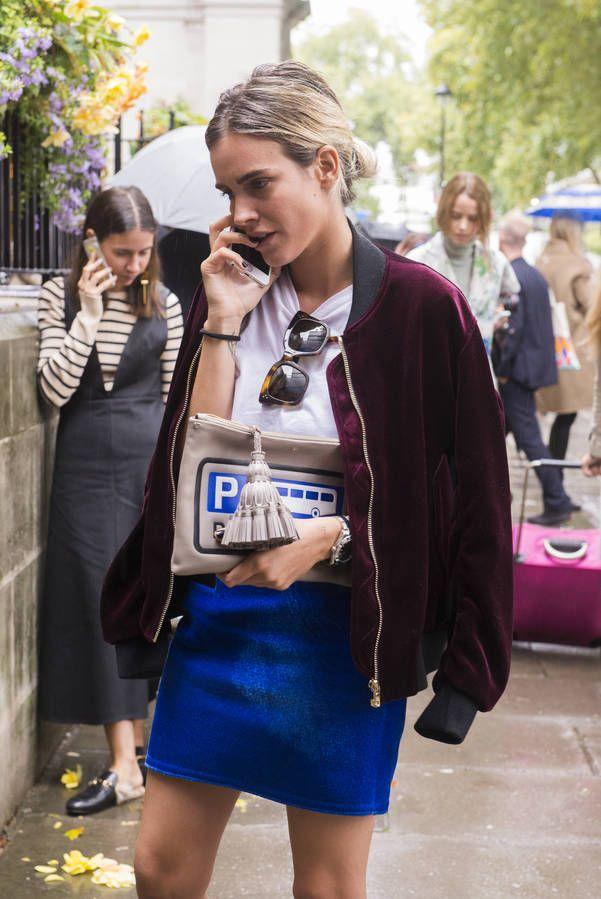 street style lesson: this Fall embrace bold colors. You can mix more than one in a single outfit