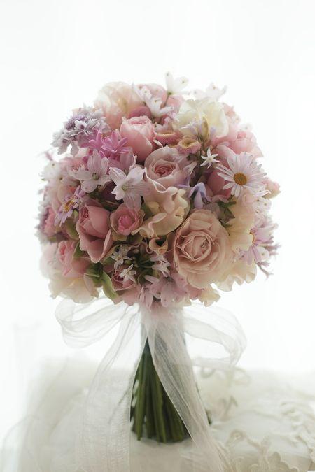 花冠とクラッチブーケ コンラッド東京様へ : 一会 ウエディングの花