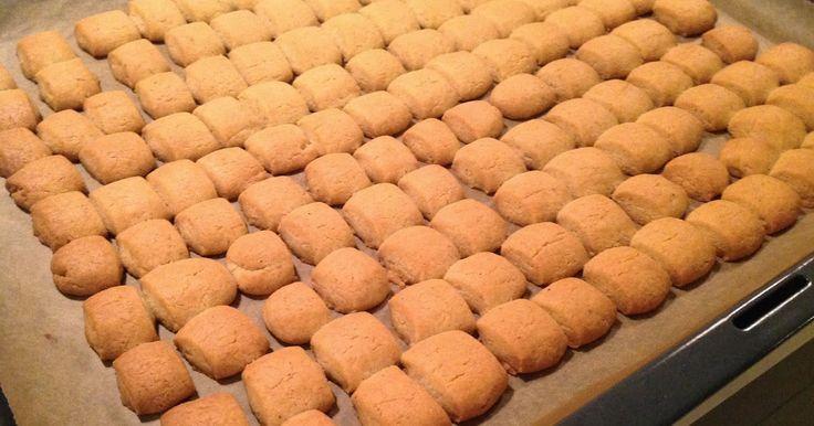 De dejligste pebernødder efter opskrift fra Lagkagehuset. De slår købe-pebernødder med flere længder. Prøv dem og du er overbevist!   Peb...