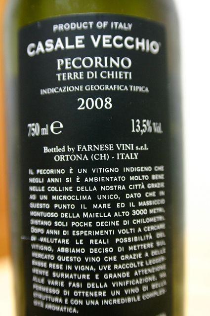 FARNESE CASALE VECCHIO PECORINO 2008 2 FARNESEは赤もいいが白も捨てがたい。伊ワインで断然おすすめなのはFARNESE。レストランではなかなか見かけませんが。