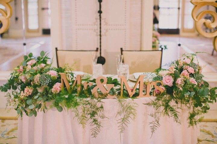 photo: Dave Richards Photography; chic pretty wedding centerpiece idea for bride and groom table;