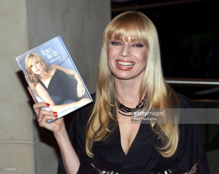 traci-lords-during-traci-lords-signs-copies-of-her-new-book-it-all-picture-id115834873 (1024×817)
