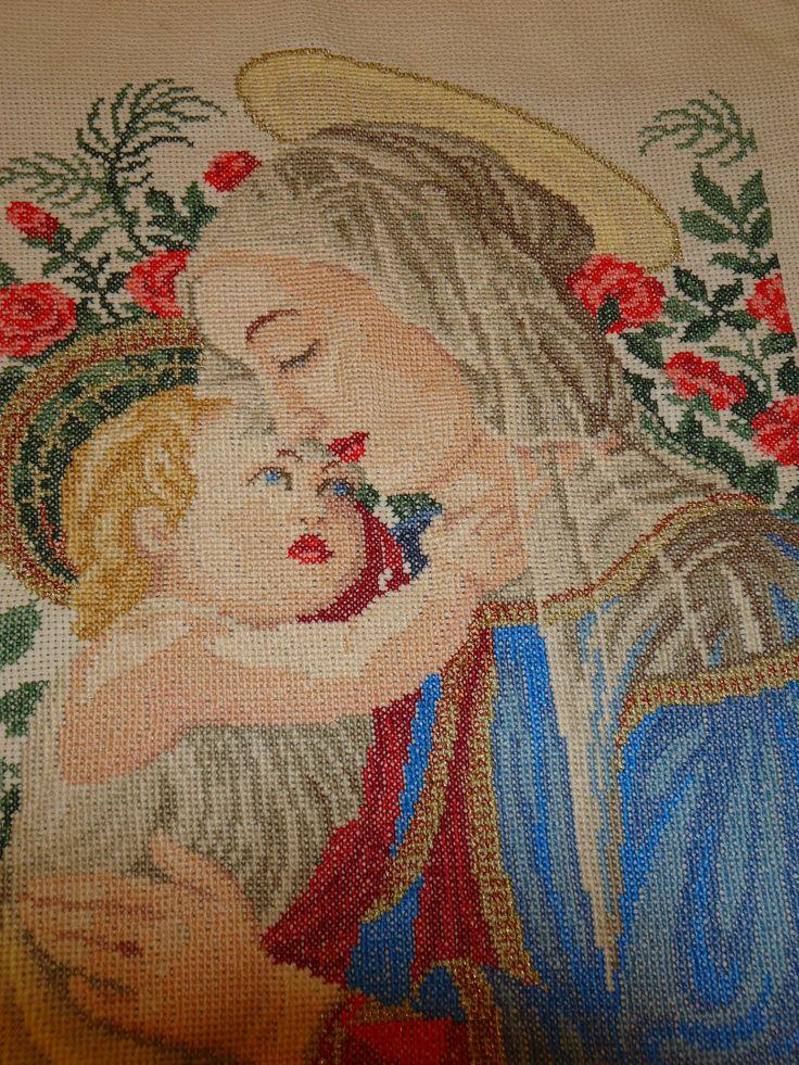 Bordado a punto de cruz La Virgen y el niño. Realizado por Maigualida Lanz