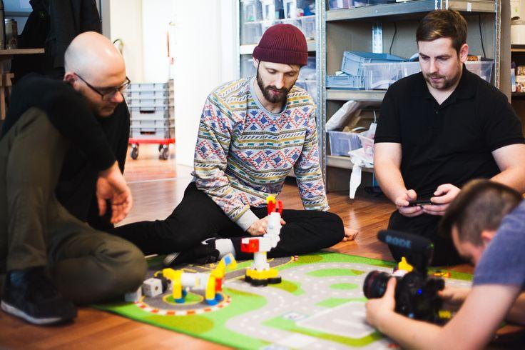 Freitag, 27.11., 14:00 Uhr – Bernau, Tinkerbots Office: Wir waren Big in Brandenburg unterwegs, um die kleine, geile Firma Tinkerbots zu porträtieren. © Milena Zwerenz