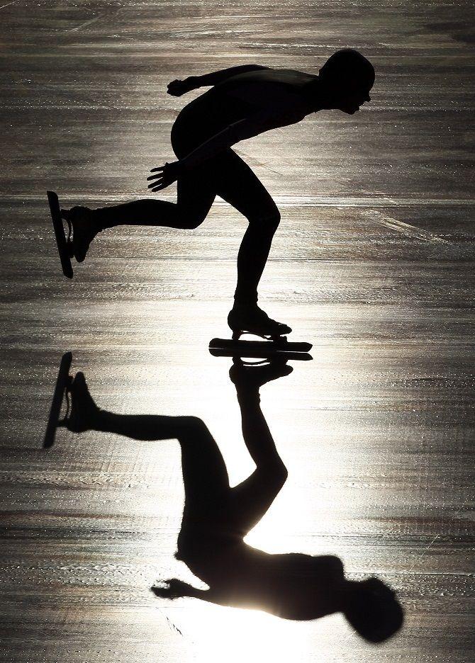 Skyggespil, skater, skøjter, reflections, ice, speed, imagination, spejling, cool, photo b/w.