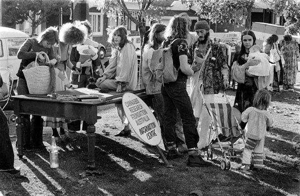 Cannabis stall, Prahran 1976 | Rennie Ellis Photographic Archive