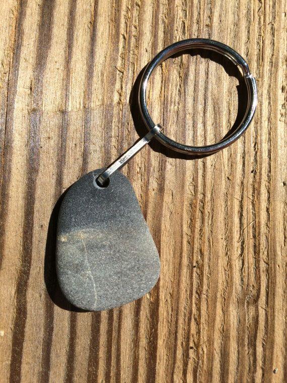 Strand stenen sleutelhanger! Maine strand steen, zee stenen sleutelhanger, sleutelhanger, geboord strand steen, sleutelhanger, sleutelhanger, geboord zee steen, stenen sleutel ketting