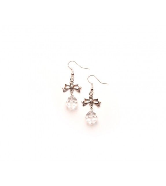 Snowball fight earrings. available at www.aconite.at