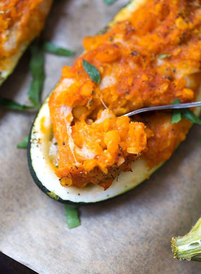 Gefüllte Zucchini mit Cashew Mozzarella - Healthy On Green