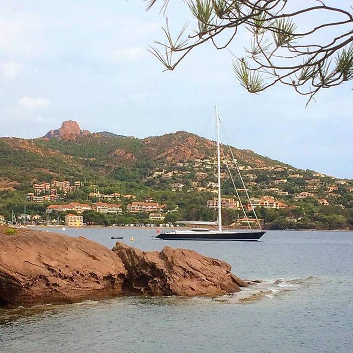 Voiles de St Tropez régates royales rêvons devant ces majestueux bateaux #voilier #sailing #septembre #mat #bateau #regate #mer #september #boat #sea #barca #boot #mare #meer #yacht #baie #agay #bay #provence #var http://ift.tt/2foRadl