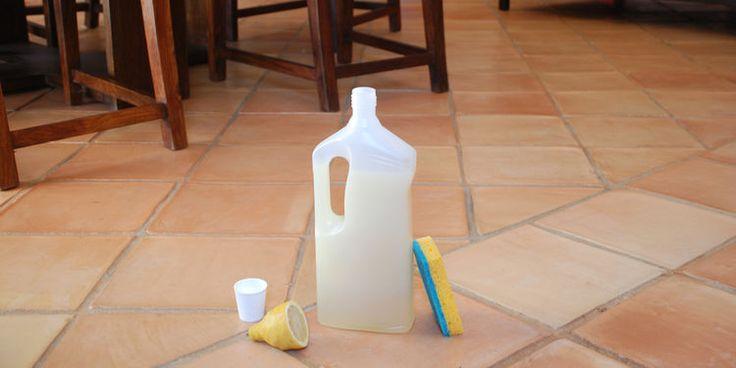 Nettoyant sol fait maison aromazone: •50 g de Cristaux de soude, •150g de savon noir liquide •4g d'huile essentielle de Citron ( 100 gouttes) •800 ml d'eau froide