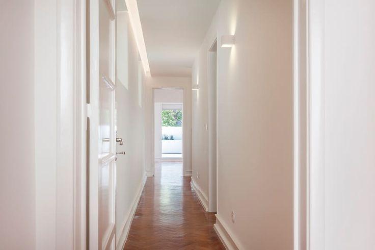 Un Appartamento Moderno tra Bianco e Parquet  (di Agnese D'Alfonso)