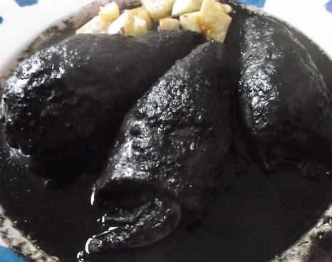 Los txipirones en su tinta están para comérselos ya mismo. http://casakatybilbao.blogspot.com.es/2013/04/recetas-de-txipirones-en-su-tinta.html