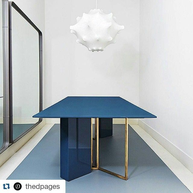 Plinto dining table by Meridiani Editions.