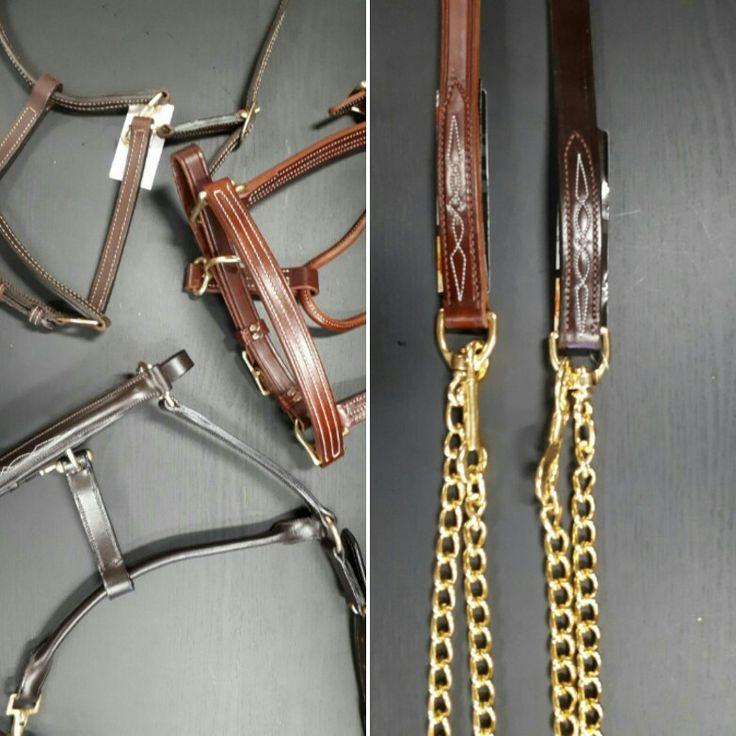 Les licous et laisses en cuir avec une plaque gravée au nom de votre cheval peut constituer le cadeau idéal (https://chambriere.ca/idees-cadeaux.html)
