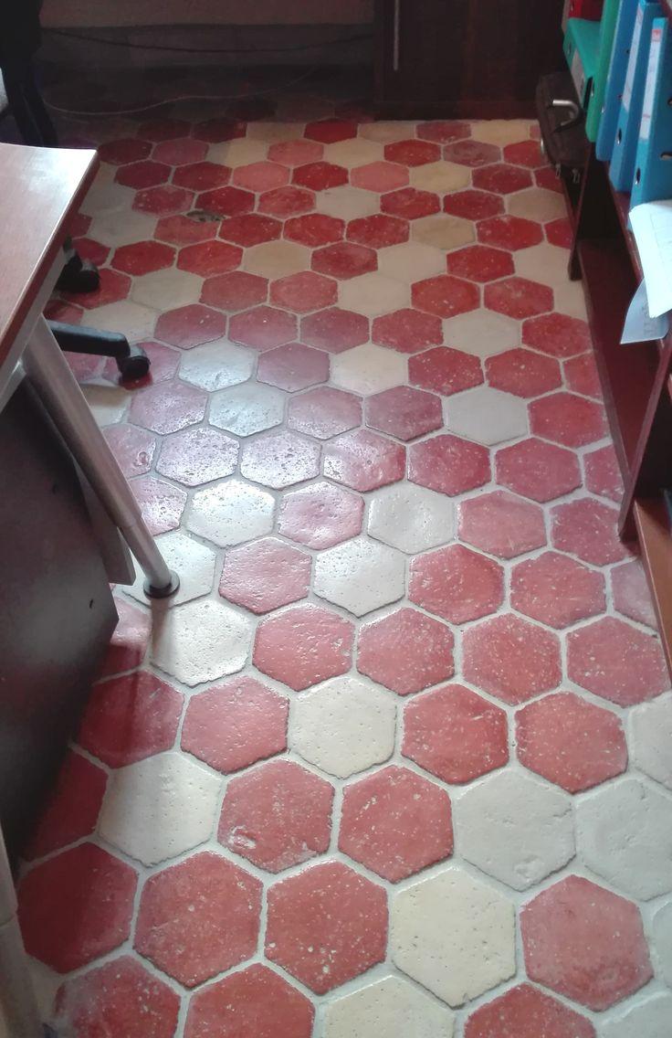 elegant tomettes hexagonale en pierre reconstitue rplique ancienne mlange de couleurs terre. Black Bedroom Furniture Sets. Home Design Ideas