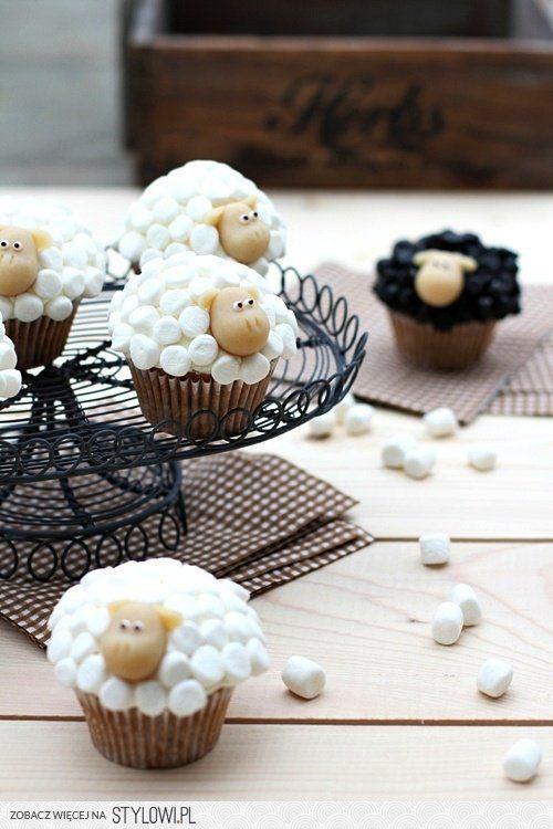 DIY Ostern, Easter, Wielkanoc. Ostereier, pisanki, easter eggs. Dekoration, decoration, dekoracja. Schafe. Sheep. Cupcake. Muffin.