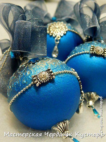 Здравствуй, Страна! На днях, я для вас дела МК новогодних кристально-жемчужных шариков и пообещала опубликовать ещё один МК шариков, но уже с другим декором. Вообщем, вот, как и обещала.........делала на заказ повтор своей работы......встречайте! фото 47