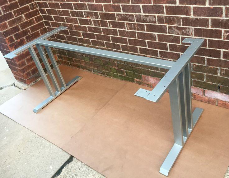 Table à manger de conception Base, robuste et lourd devoir Base de Table en acier avec 1 renfort! Produit très résistant, fait à la main. C'est un ensemble de 2 pieds en acier et 1 Raccordement barre de traverse. Choisissez les menus déroulants, de dimensions, la finition et quantité juste à côté de la photo de profil de liste. Ajouter une note, ce que la longueur vous avez besoin de la base pour être. Jusquà 65, sans frais! Cette table en acier de base n'est pas livré Assemblée! La barre…
